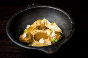 ¿A qué sabe la cocina de Andrés Madrigal en su Kasbah de Marruecos?