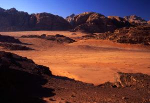 El silencio de la noche en el desierto